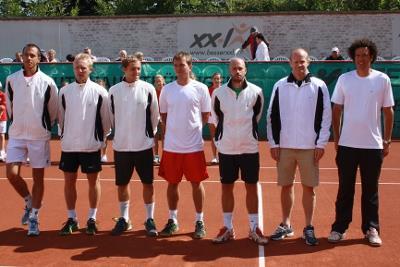 Unser Team v.l.n.r.: Lukas Rosol, Leos Friedl, Ulazimir Ignatik, Ivo Minar, Marko Mirnegg, Teambetreuer Bohdan Ulihrach, Younes El Aynaoui (Foto: J. Teichmann)